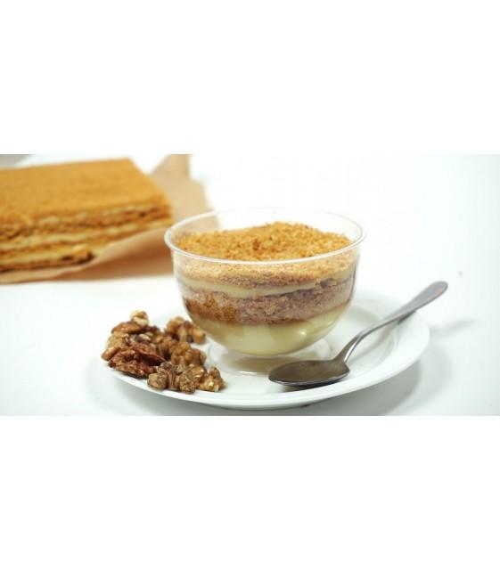 Пирожное «Медовик» из заварного крема с медовым бисквитом